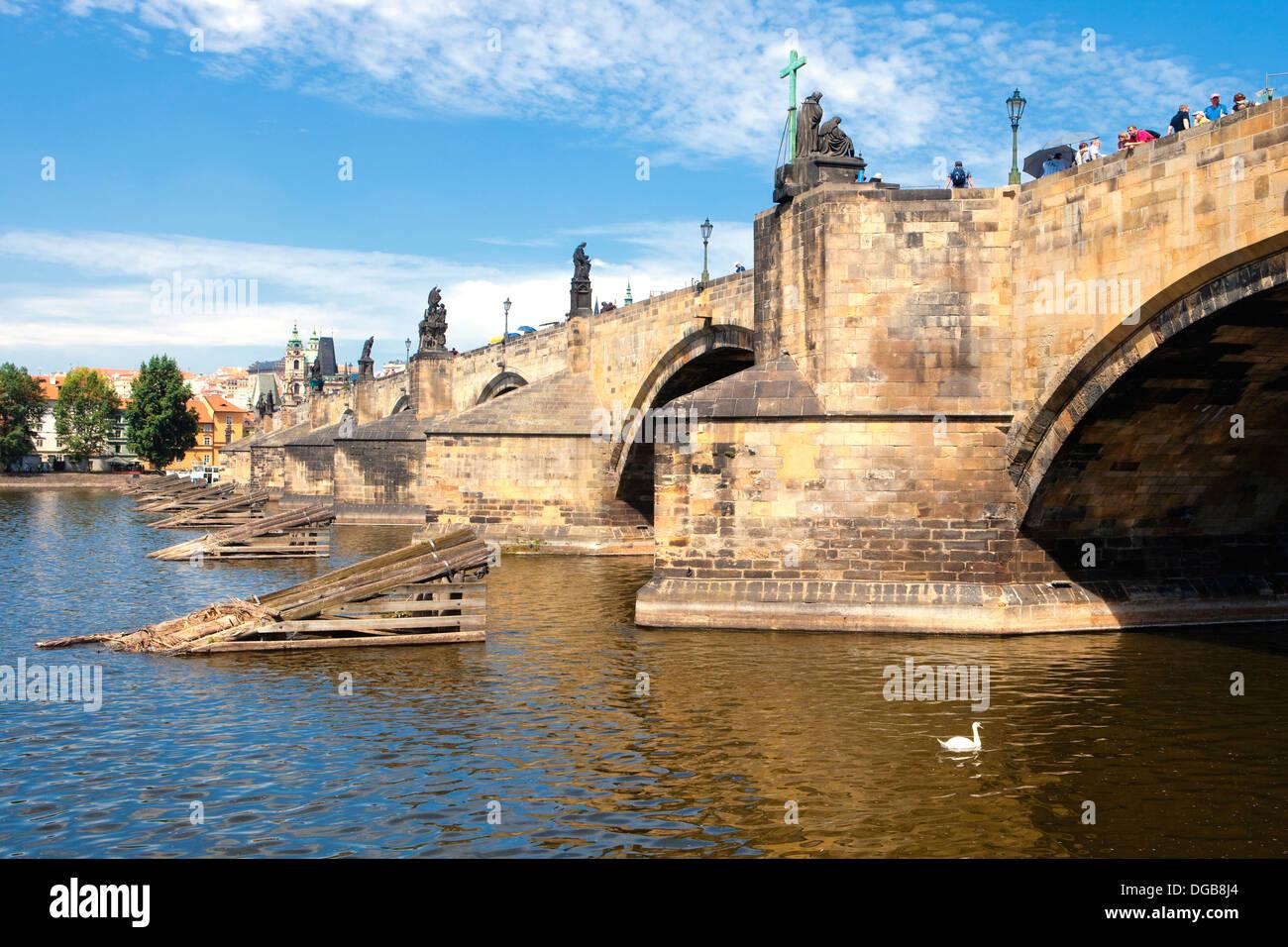 Tschechien, Prag - Sideview der Karlsbrücke Stockbild