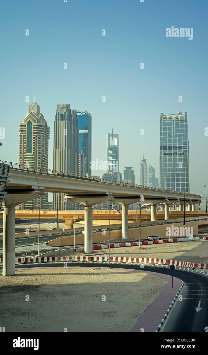 Hochbahn-Strecke in die Innenstadt von Dubai, Vereinigte Arabische Emirate Stockbild