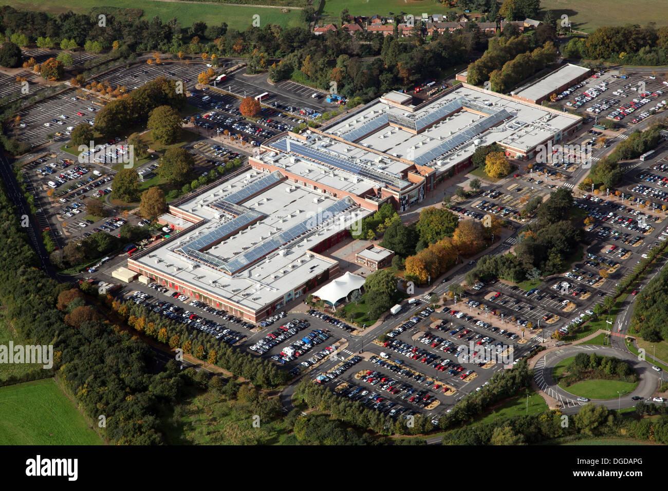 Luftaufnahme von York Designer Outlet, manchmal bekannt als McArthur Glen oder Verkaufsstelle York, York Stockfoto