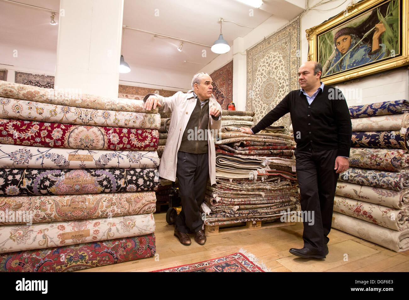 Teppichhändler  Hamburg, Deutschland. 27. September 2013. Die iranische Teppich ...