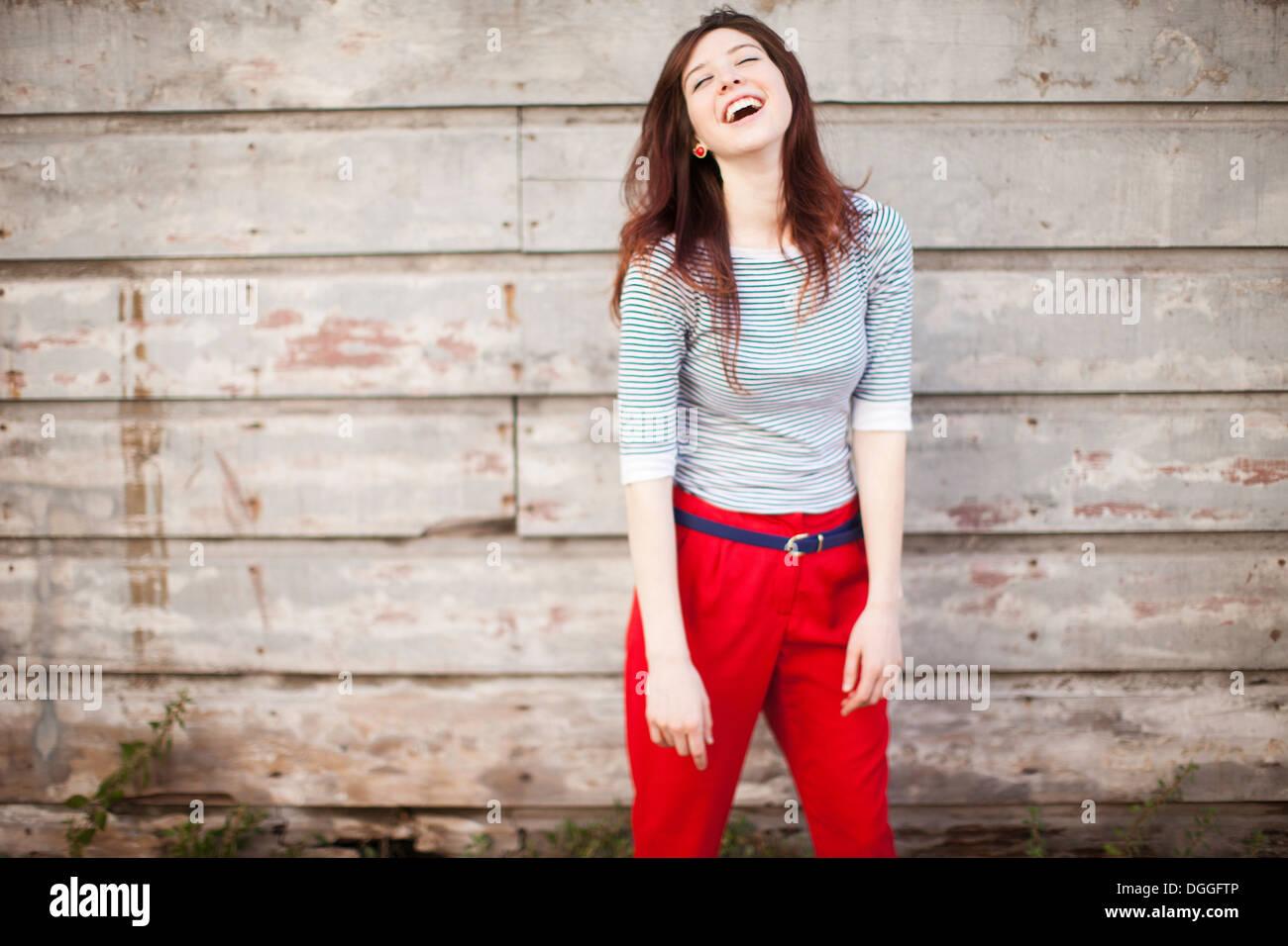 Porträt der jungen Frau, lachen Stockbild