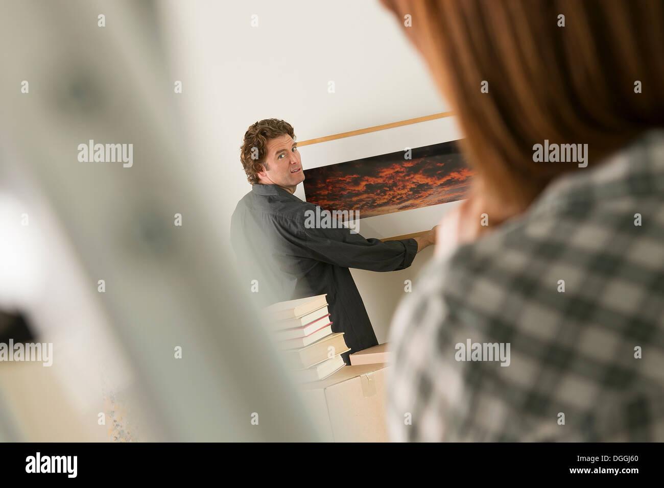 Paar Bilderrahmen im neuen Zuhause hängen Stockfoto, Bild: 61831112 ...