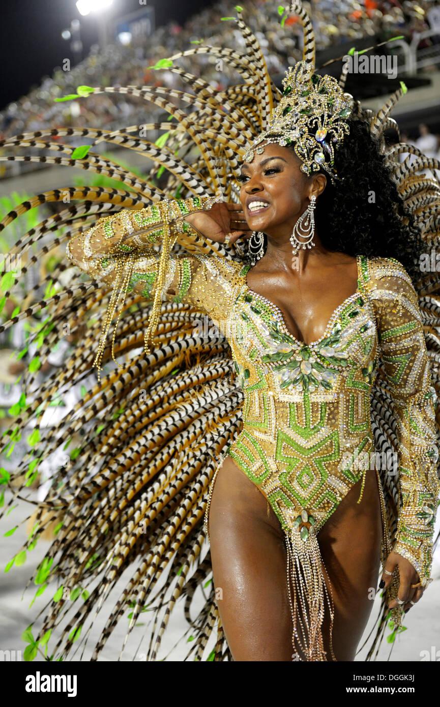 Samba-Tänzerin, Schauspielerin Cris Viana, Königin der Trommel-Sektion, Rainha da Bateria, Parade von den Leopoldinense Samba Stockbild