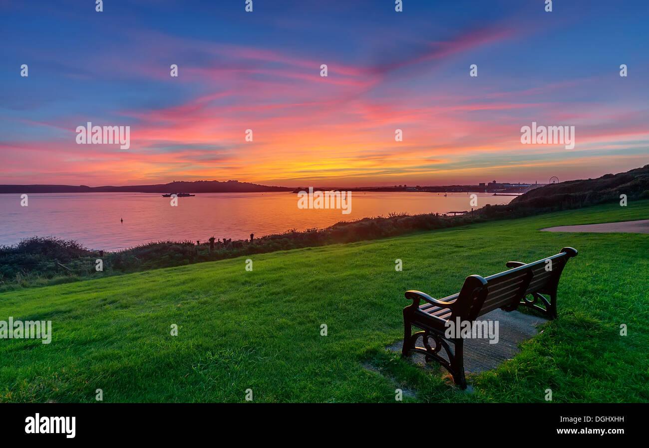 Ein Blick auf Plymouth Sound bei Jennycliff in Plymouth. Stockbild