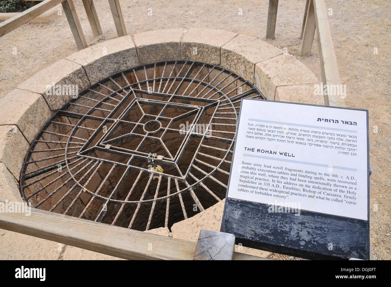 Caesarea, Israel der römischen Wasser gut Stockbild