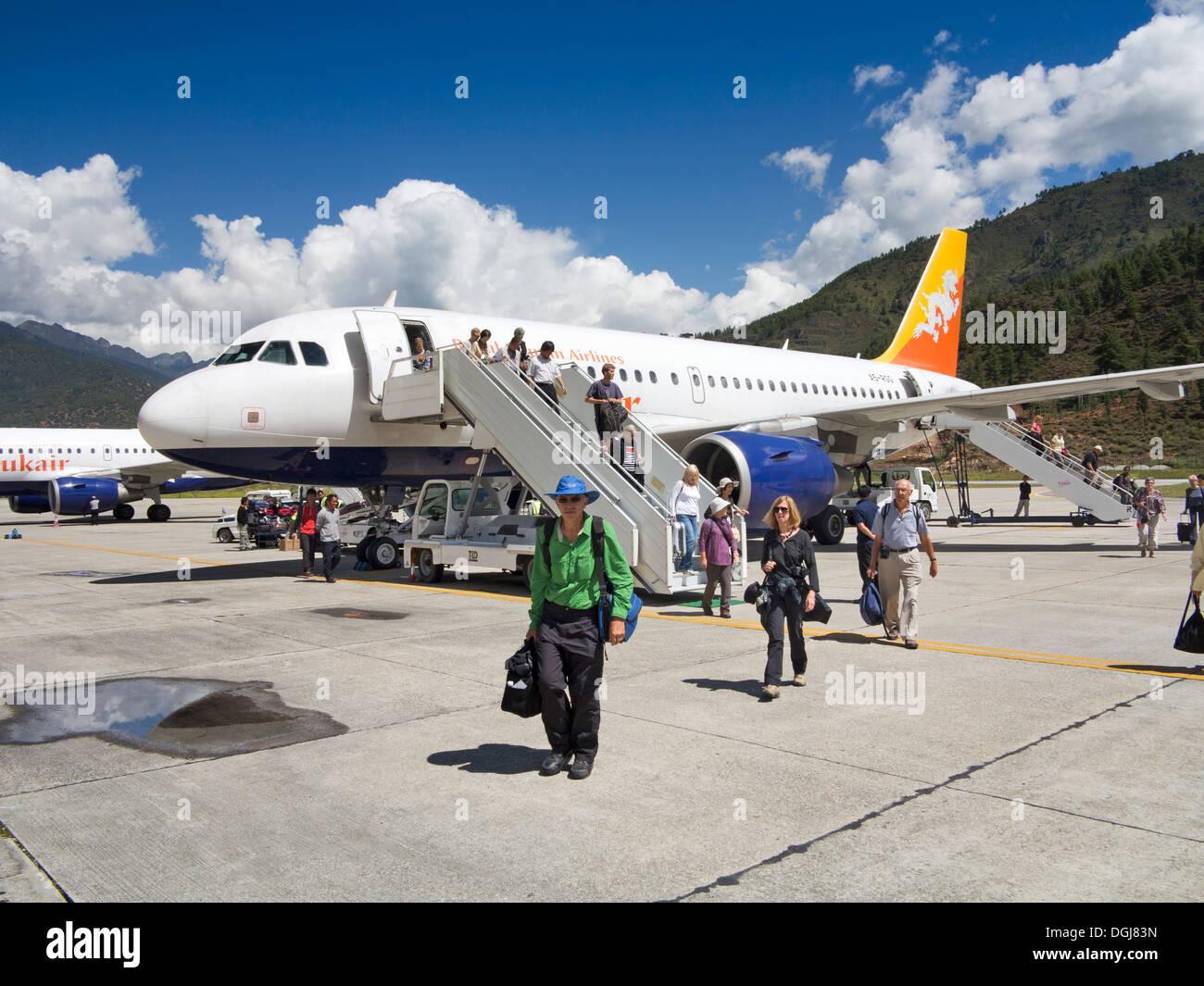 Bhutan Internationalen Flughafen Paro Passagiere Aussteigen Druk