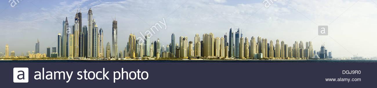 Die Skyline von der Jumeirah Beach Residence in Dubai. Stockbild