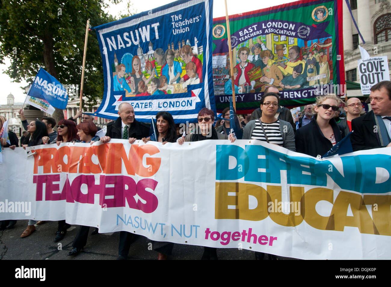 17. Oktober 2013. Lehrer demonstrieren gegen die vorgeschlagenen Änderungen an Renten, marschieren mit Union Banner Stockbild
