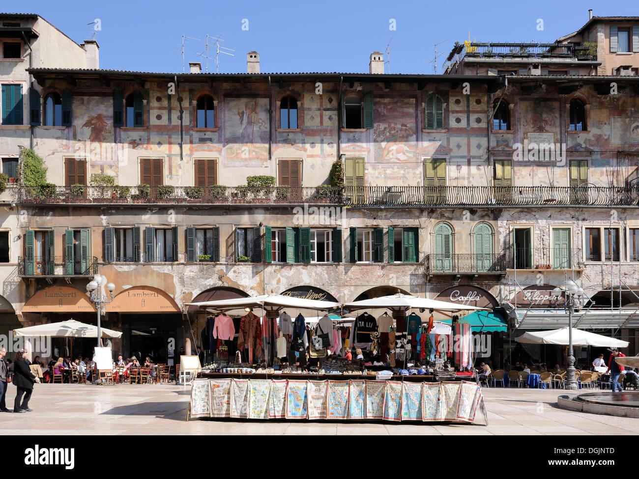Piazza Delle Erbe Platz, Verona, Italien, Europa Stockbild