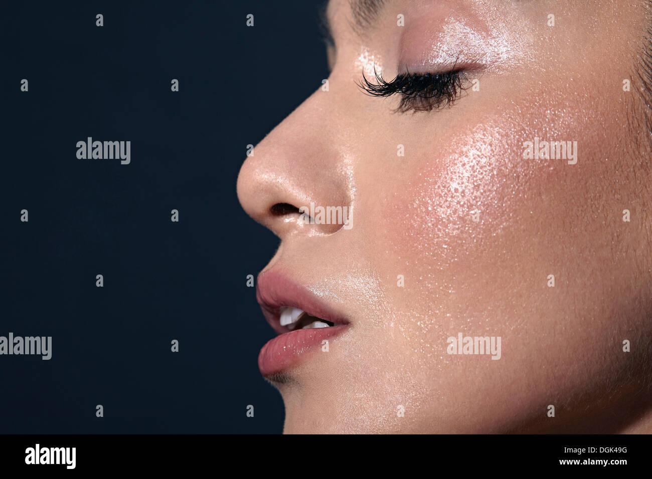 Frau mit geschlossenen Augen Stockbild