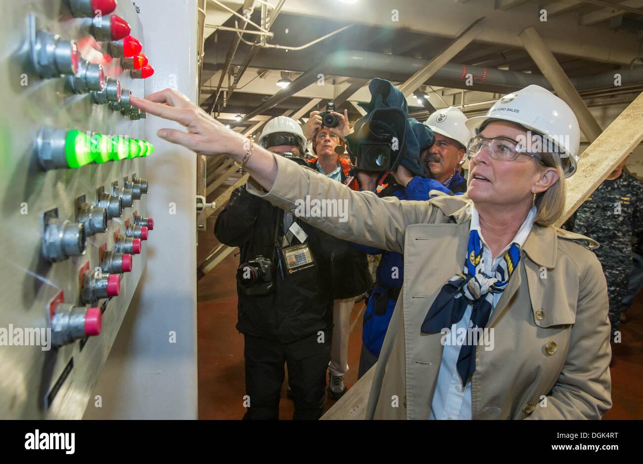 Susan Ford Ballen, Schiffs-Sponsor für die erste Klasse Pre-Commissioning Einheit Gerald R. Ford (CVN-78), Stockbild