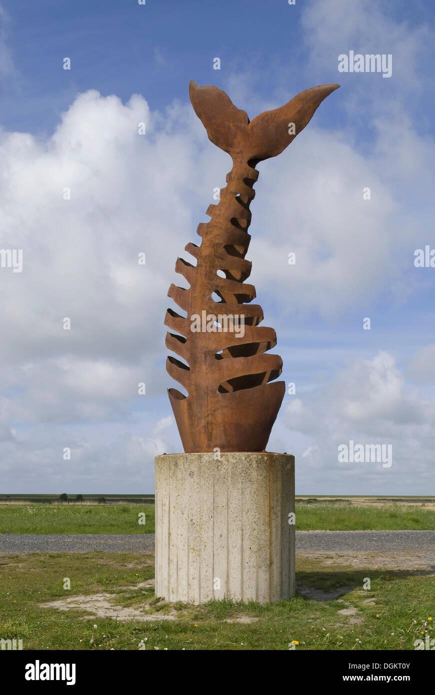 Skulptur Fischgräte, linke Seite des Hafens, Krummhoern, Ostfriesland, Greetsiel, Niedersachsen Stockbild