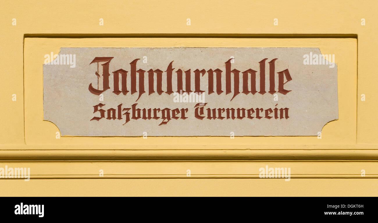 Zeichen, Jahnturnhalle Salzburger Turnverein, der Saal eine Gymnastik Verein, Austria, Europe Stockbild