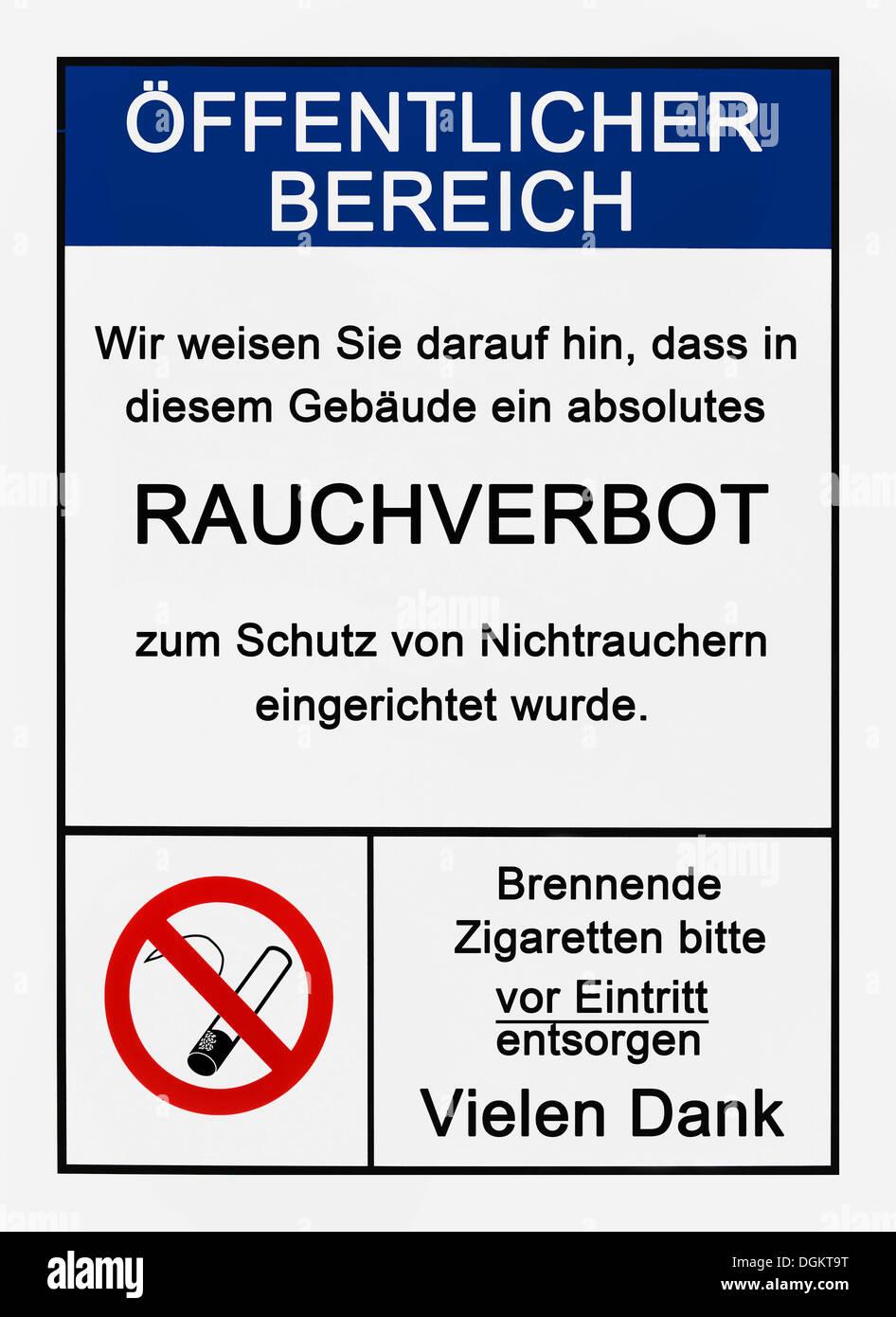 """Kein Rauchen Zeichen in Deutsch, """"Bitte beachten Sie, dass eine totale Rauchverbot an Stelle in diesem Gebäude zum Schutz der Nichtraucher, bitte Stockbild"""