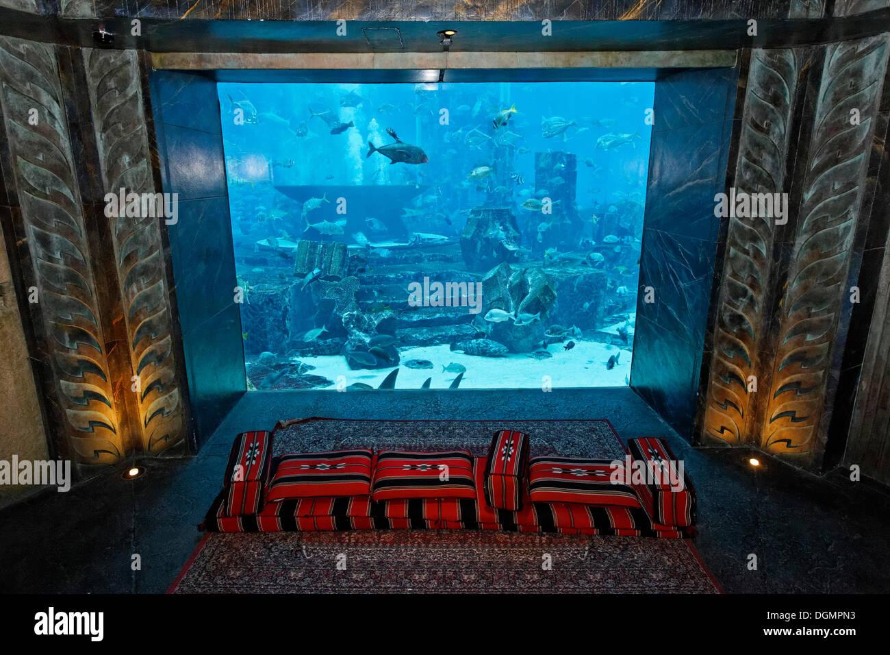 Platz vor einem Aquarium in den Lost Chambers, ein Themenpark, basierend auf die Legende von Atlantis, Atlantis Hotel Stockbild