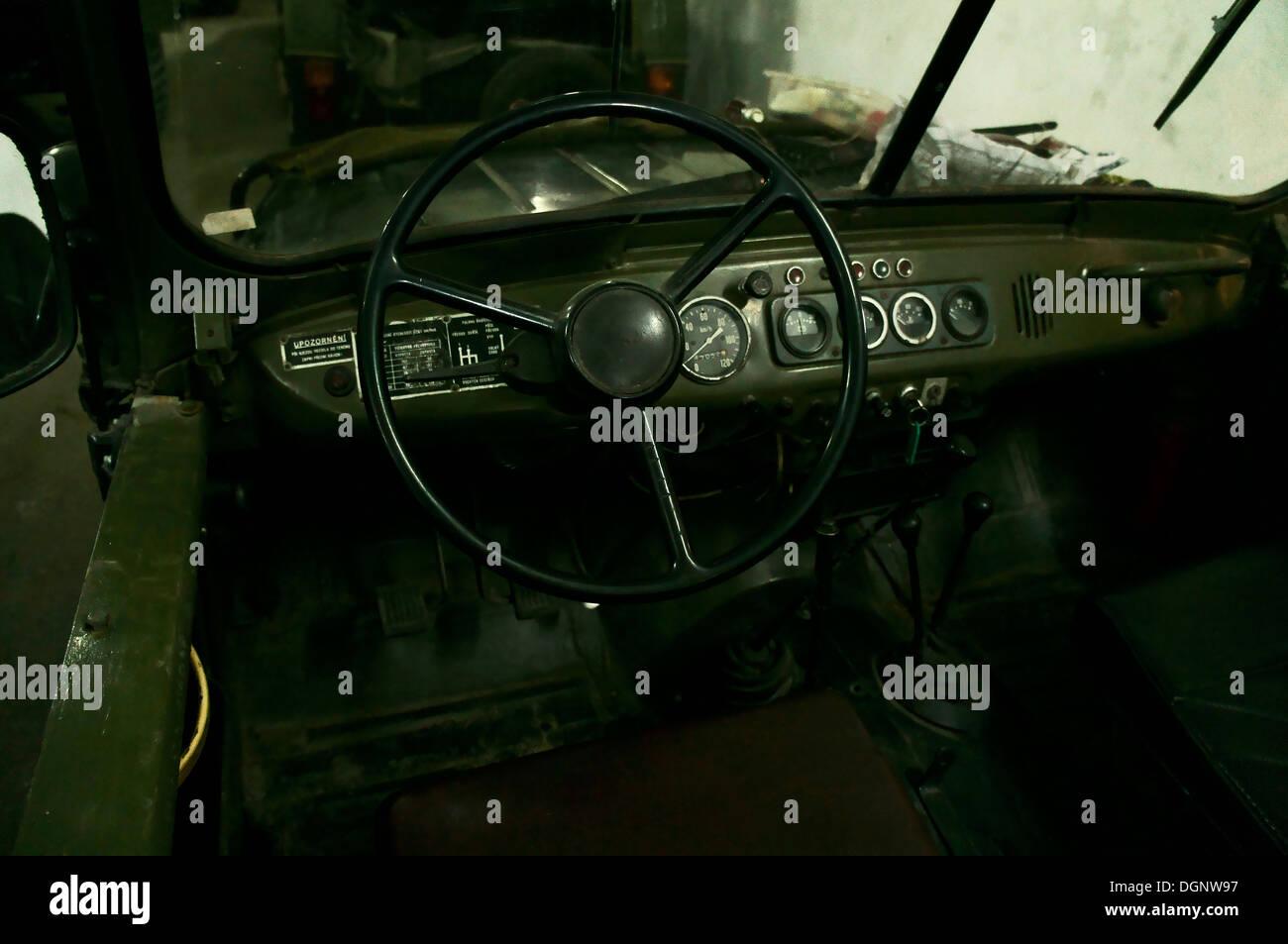 all Terrain Fahrzeug UAZ 469, Interieur, Lenkrad Stockfoto, Bild ...