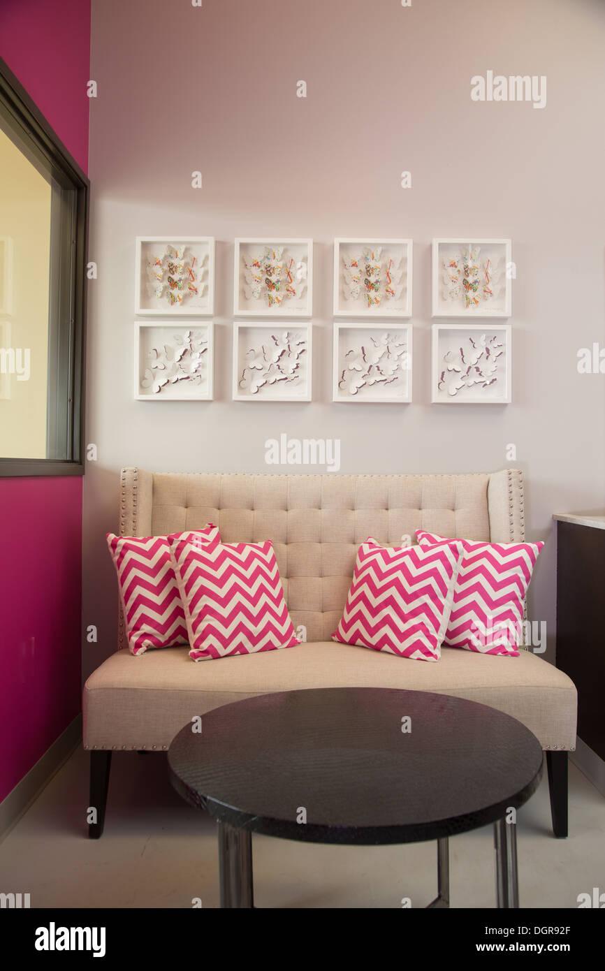 Moderne Wohnzimmer / Wartebereich in einem high-End-Salon ...