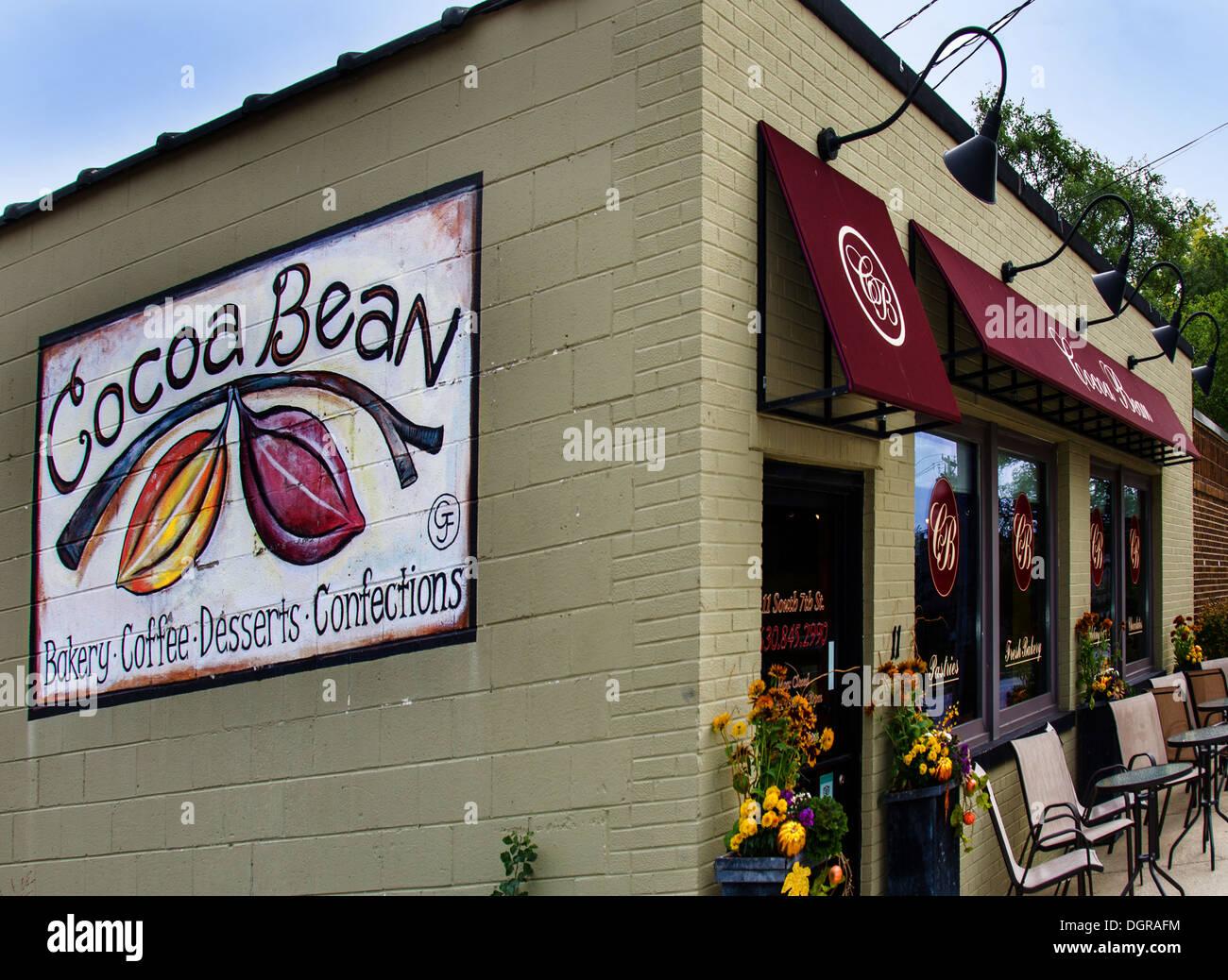 Die Kakaobohne ist eine beliebte Bäckerei in Geneva, Illinois, einer Stadt auf dem Lincoln Highway. Stockbild
