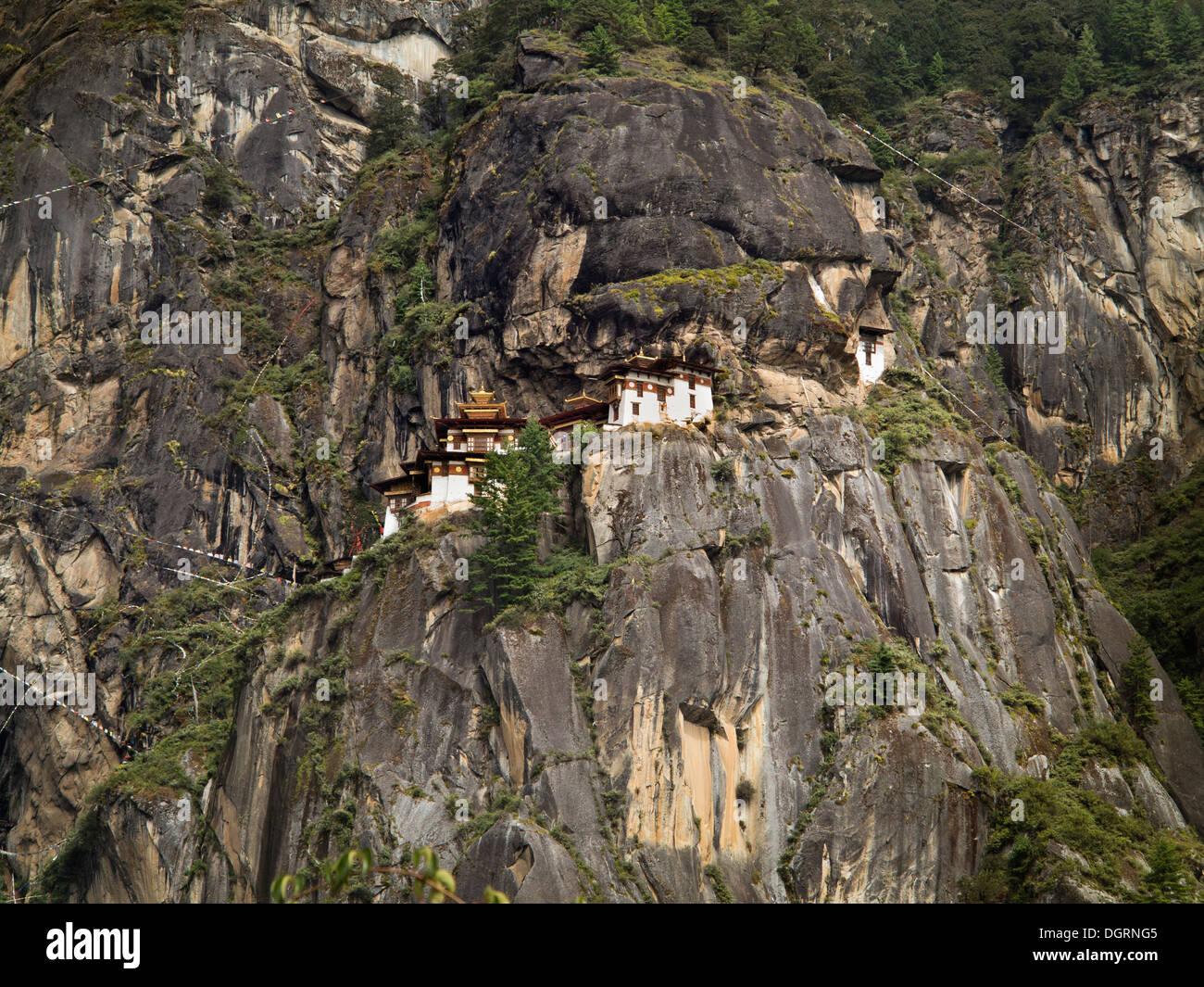Bhutan, Paro-Tal, Taktsang Lhakang (Tiger es Nest) Kloster klammerte sich an Klippen Stockfoto