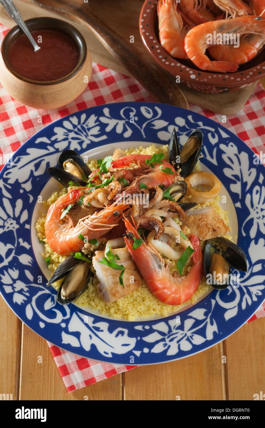 Couscous-Alla Trapanese. Sizilianischer Fisch couscous Stockbild