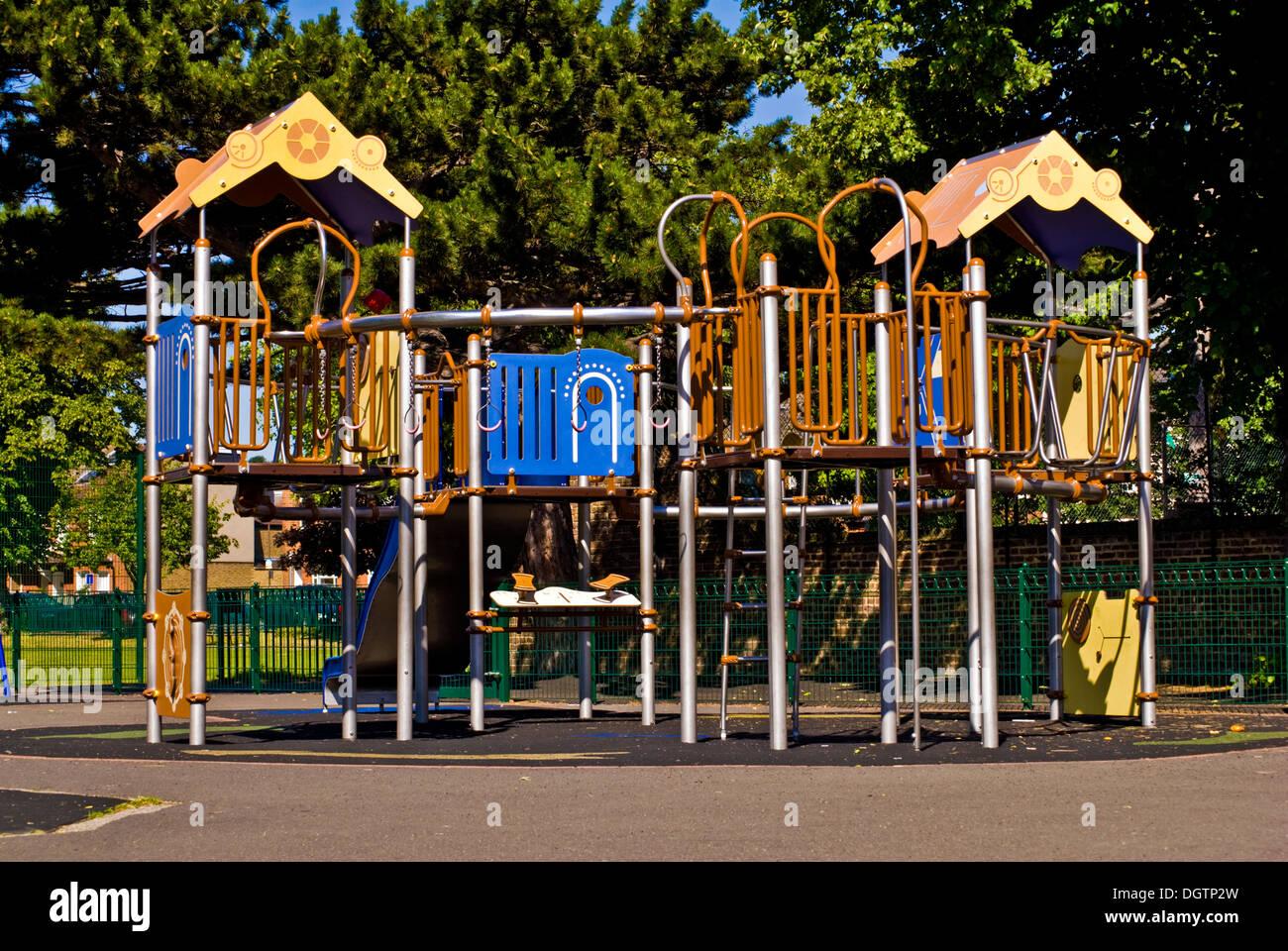 Klettergerüst Kinder Plastik : Klettergerüste für kinder spielplatz stockfoto bild