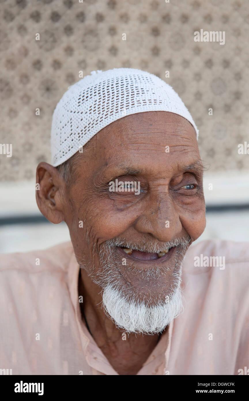 Islam Portrt Muslim Alter Mann mit einem Bart trgt eine Mtze
