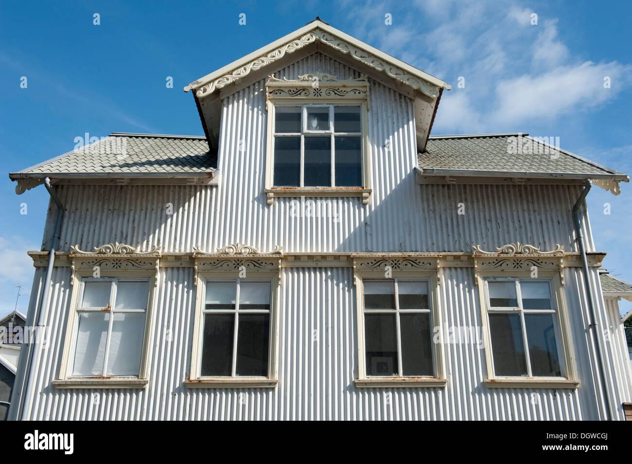 Alte wei e haus aus wellblech stadtzentrum reykjavik for Haus island