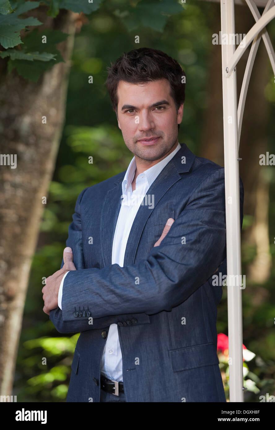 """Schauspieler Moritz Tittel bei einem Foto-Shooting für die TV-Soap """"Sturm der Liebe"""" in München, Bayern Stockbild"""