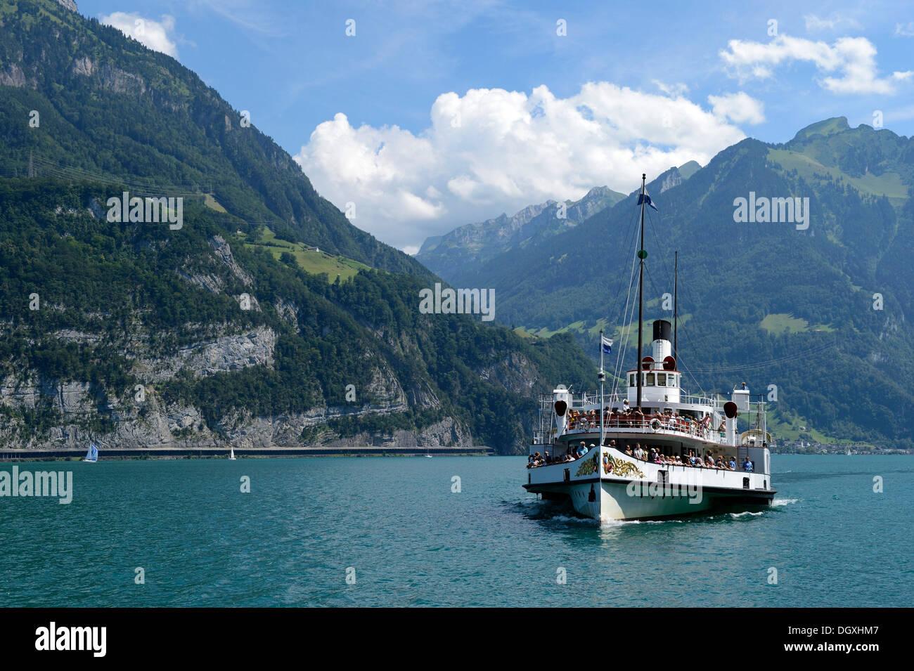 DS Stadt Luzern, der grösste Raddampfer auf dem Vierwaldstättersee, Brunnen, Schweiz, Europa Stockbild