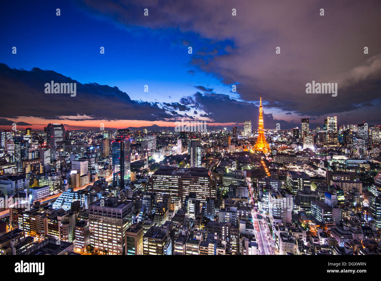 Tokyo Japan nach Sonnenuntergang. Stockbild