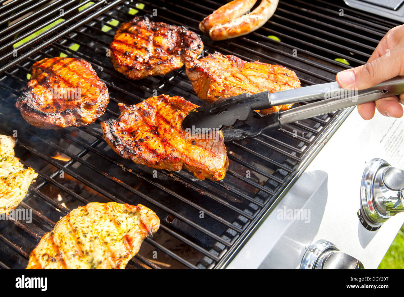Chicken Gasgrill : Chicken smoked on a gas grill grillinfools