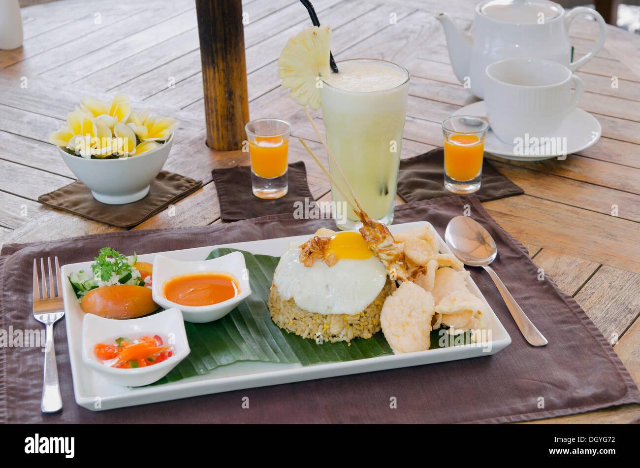 Nasi Goreng indonesischer gebratener Reis, indonesische Küche, ein ...