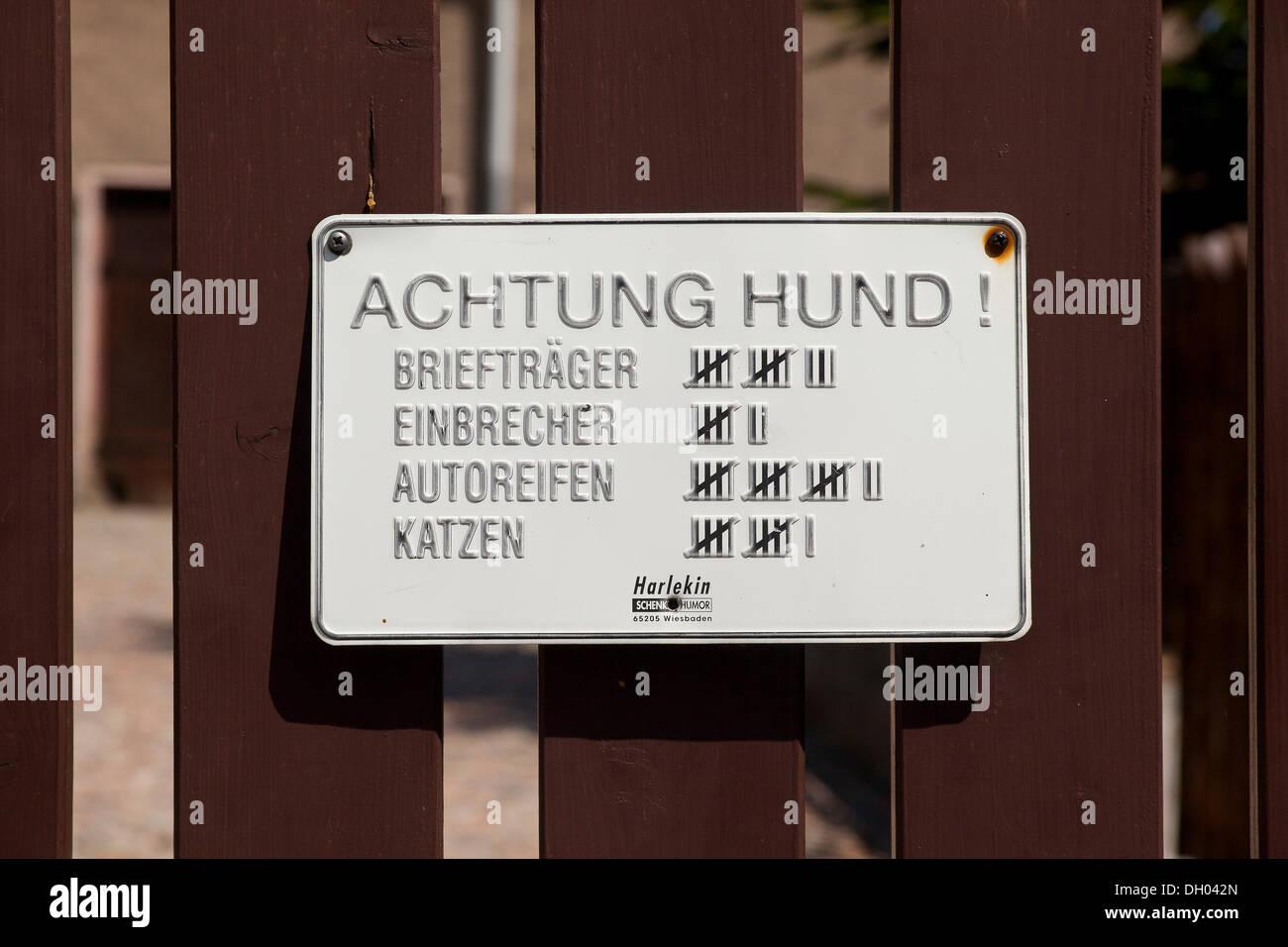 schilder schriftzug achtung hund deutsch f r warnung vor dem hunde mit einer strichliste. Black Bedroom Furniture Sets. Home Design Ideas