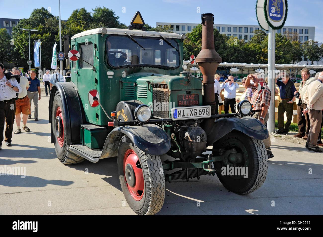 alte lanz bulldog traktor von 1939 historische oktoberfest m nchen bayern oberbayern. Black Bedroom Furniture Sets. Home Design Ideas