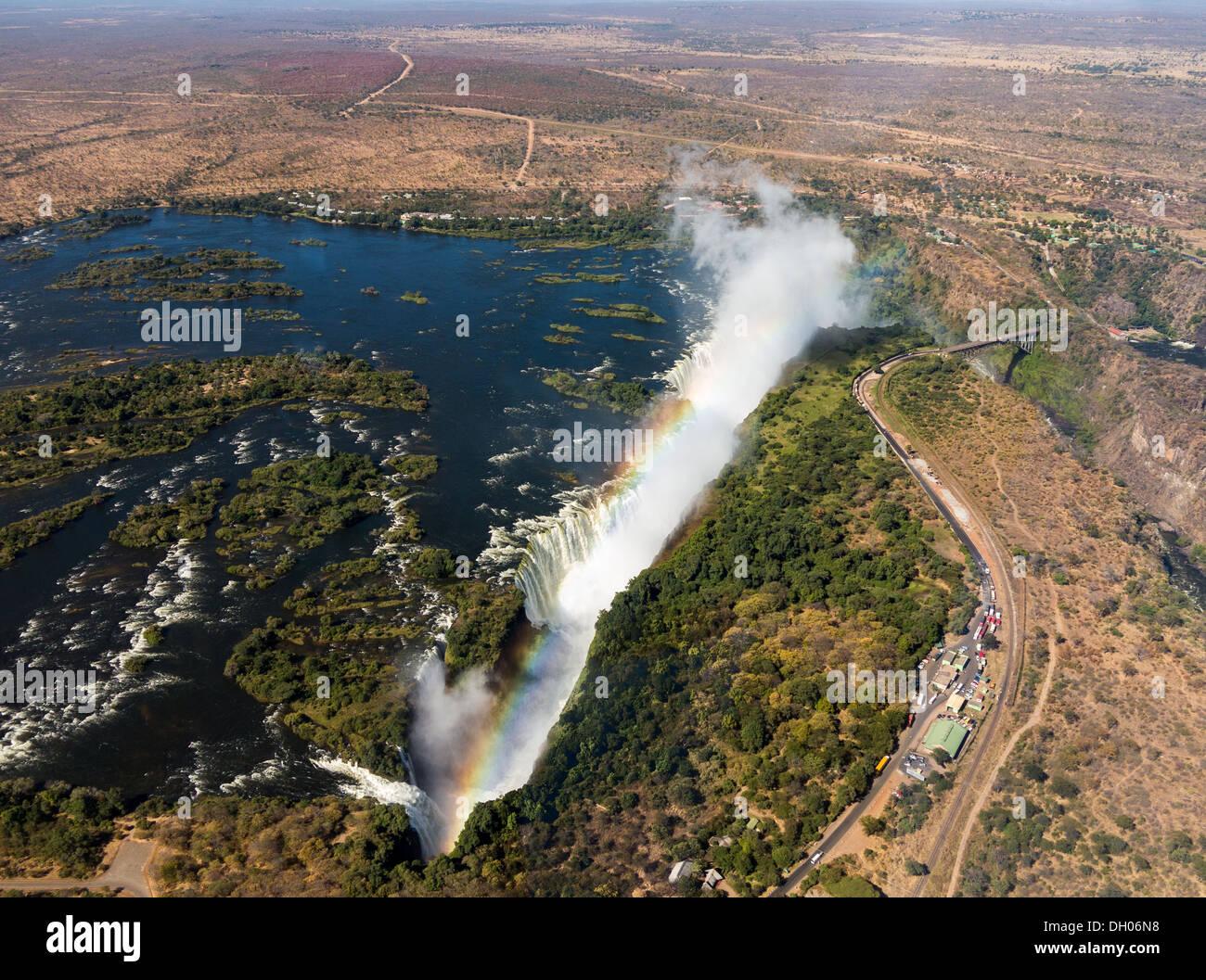 Viktoriafälle am Sambesi, Luftaufnahme mit Regenbogen Stockfoto