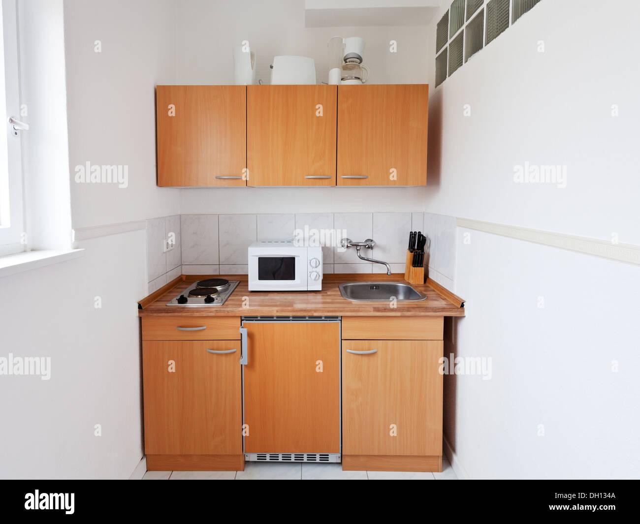 kleine Küche mit Möbel-Set und Küche Geräte Stockfoto, Bild ...