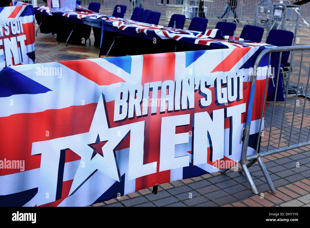 Britain es Got Talent Banner und Richter Stühle bereit für Talent Künstler bei Auditions für die Fernsehsendung durchführen Stockbild