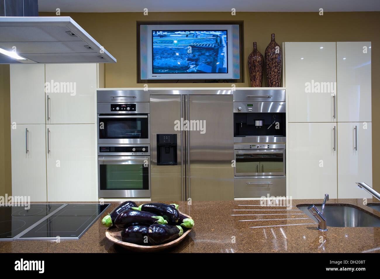 Oven Hob In Island Unit Stockfotos & Oven Hob In Island Unit Bilder ...