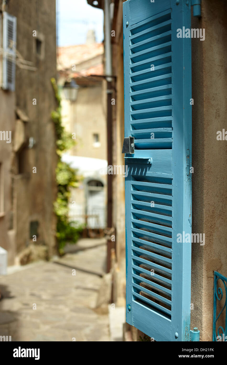 Nahaufnahme von einem Fenster Rollladen, Ramatuelle, Frankreich. Stockbild