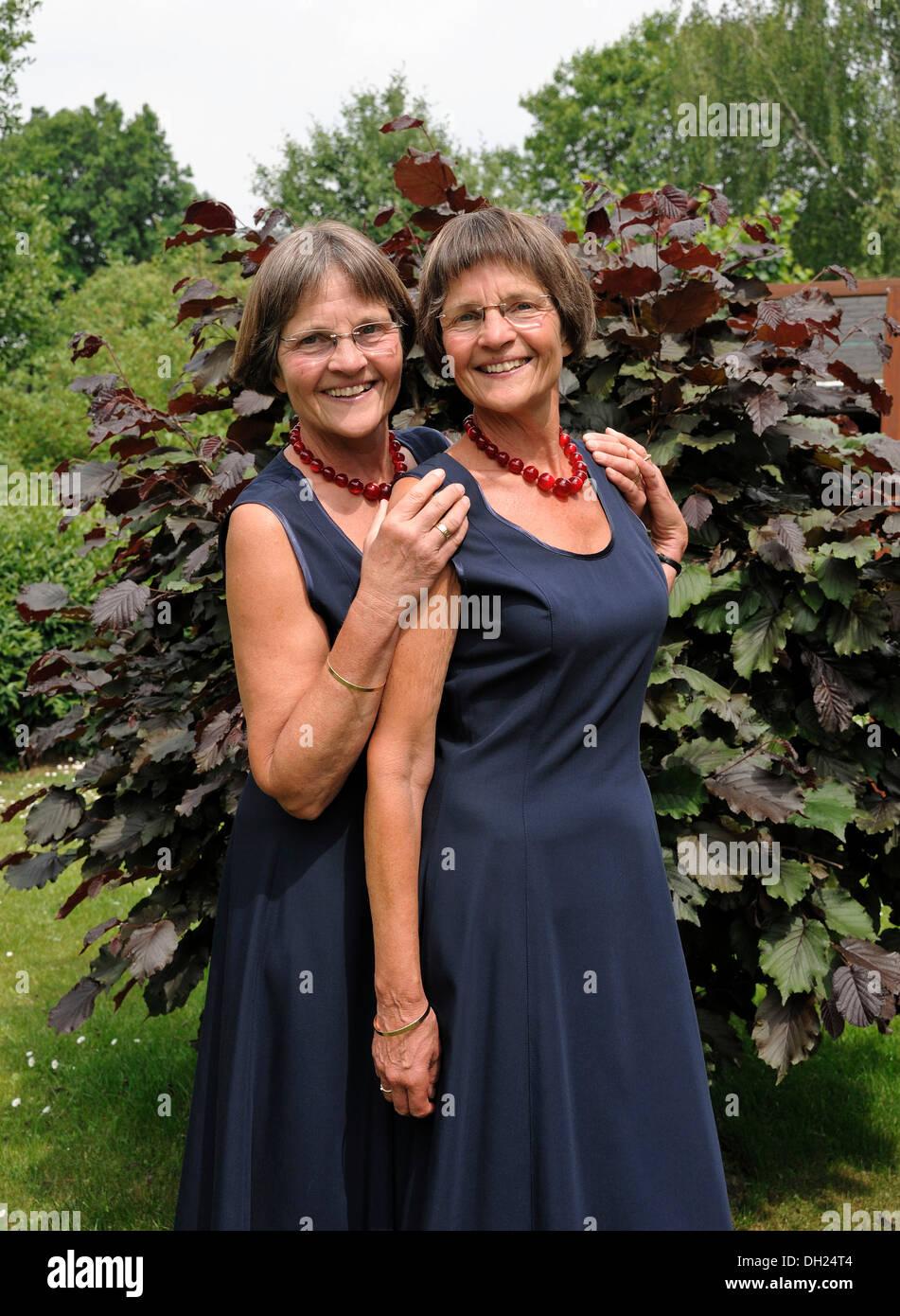 Charmant Gekleidet Ausgezogen Prom Fotos - Hochzeit Kleid Stile ...