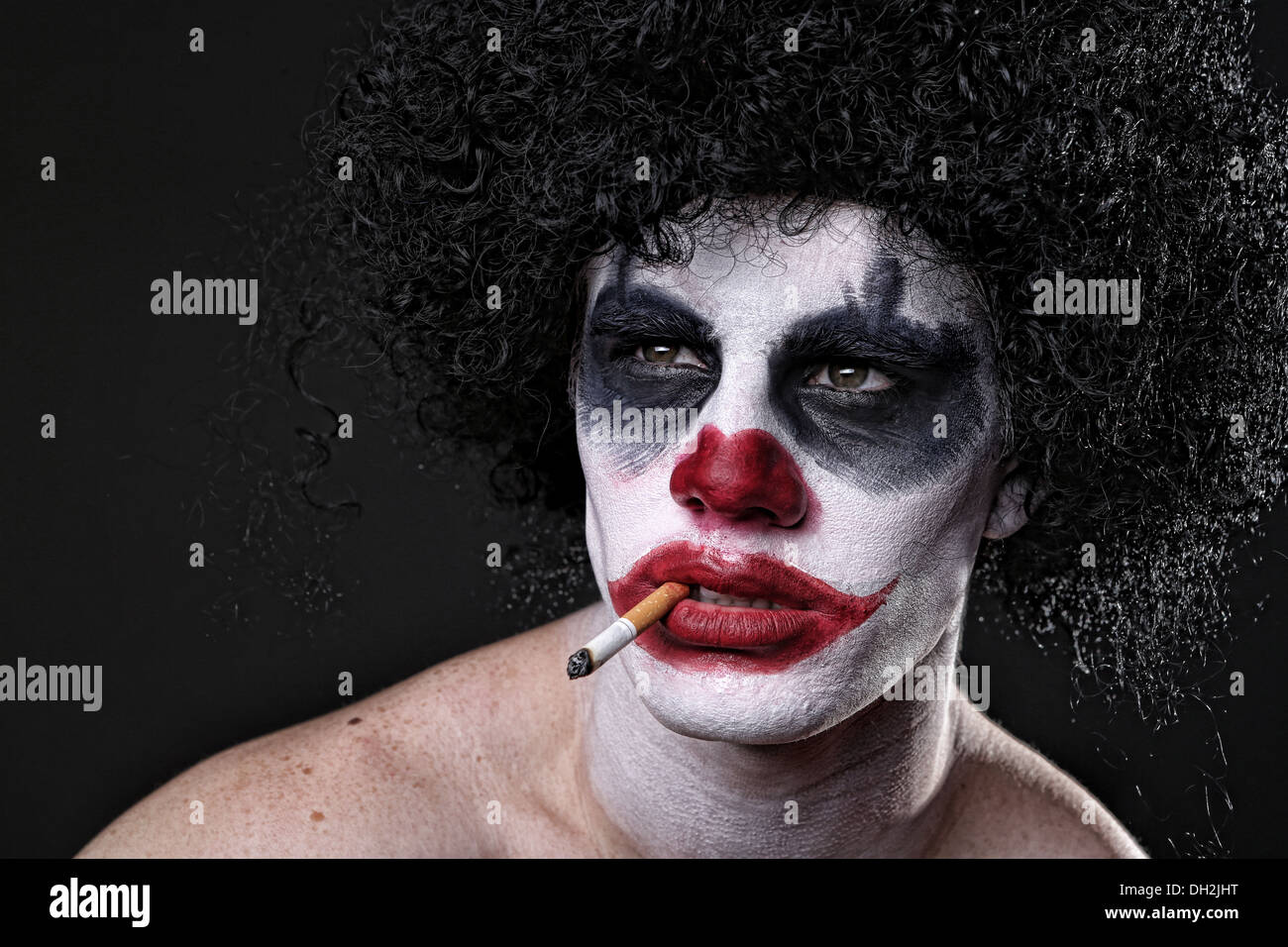 Bösen Spuk Clown-Portrait auf schwarzem Hintergrund Stockbild