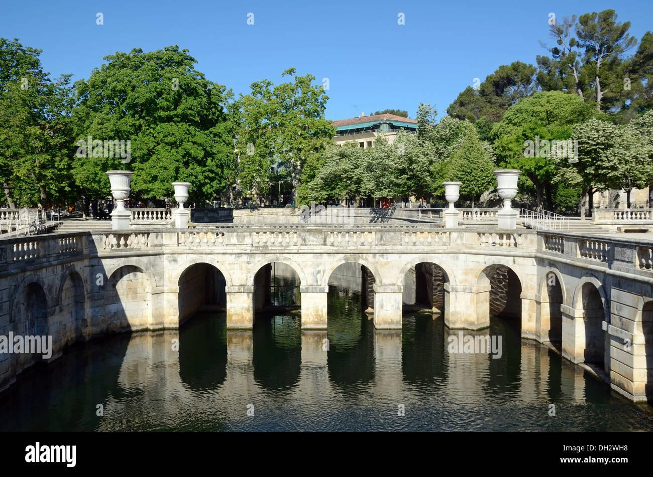Dekorative Pool und klassischen Garten Design Jardins De La Fontaine ...