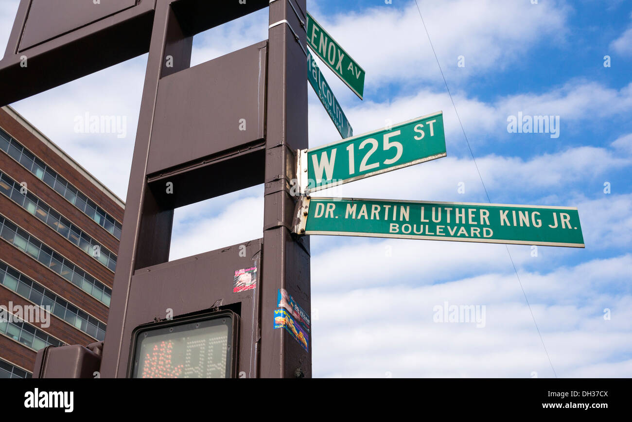 Dr. Martin Luther King Jr. Boulevard und Malcolm X Boulevard in Harlem in New York City Stockfoto