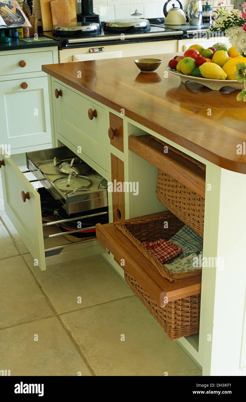 Island Unit Wooden Worktop In Stockfotos & Island Unit Wooden ...