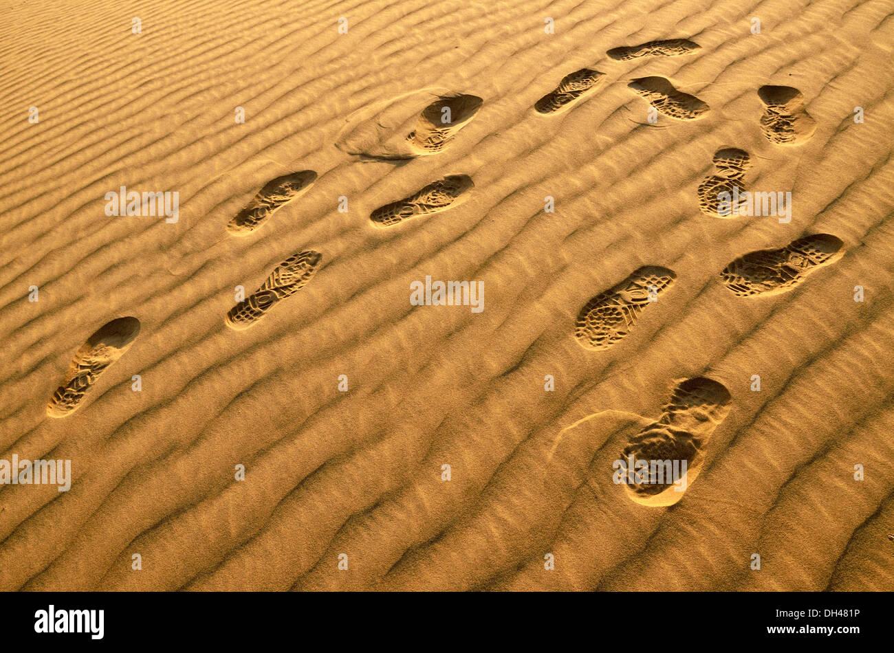 Schuhabdrücke Fuß auf Sand Dünen der Wüste Rajasthan Indien Asien Stockbild