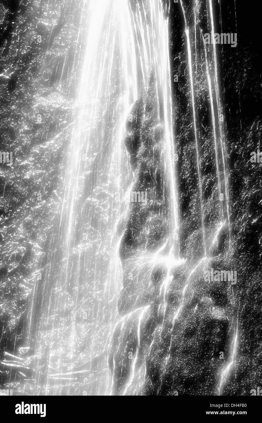 Rock Wand Wasserfall In Schwarz Weiss Stockfoto Bild