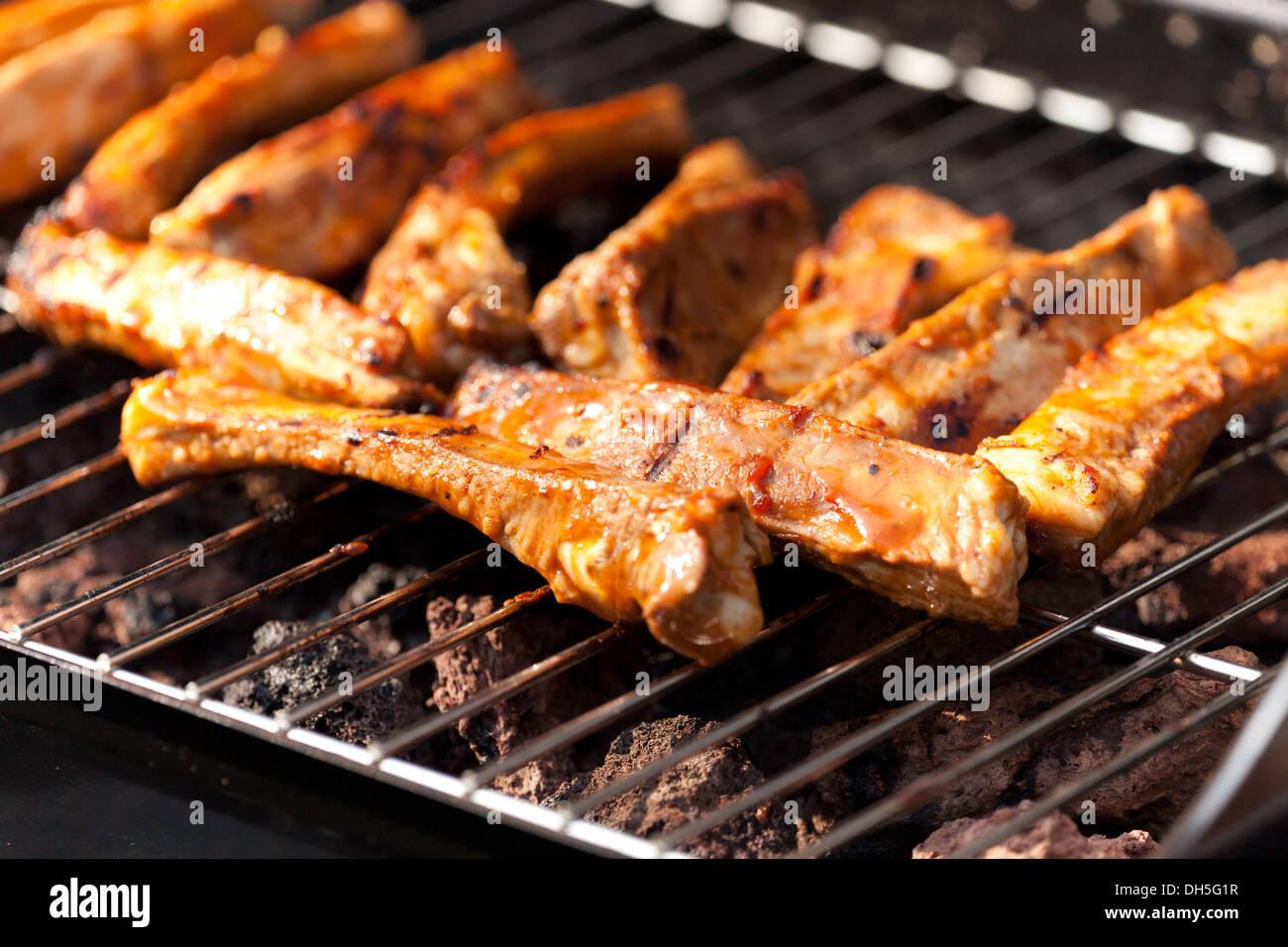 Grille Spareribs På Gasgrill : Spareribs auf grill kochen stockfoto bild  alamy