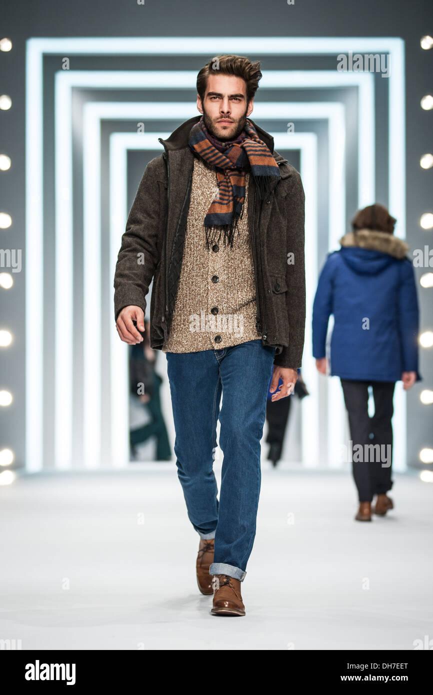 Top Model Jon K F F Kleidung Aus Kollektion F W 2013 An Bei