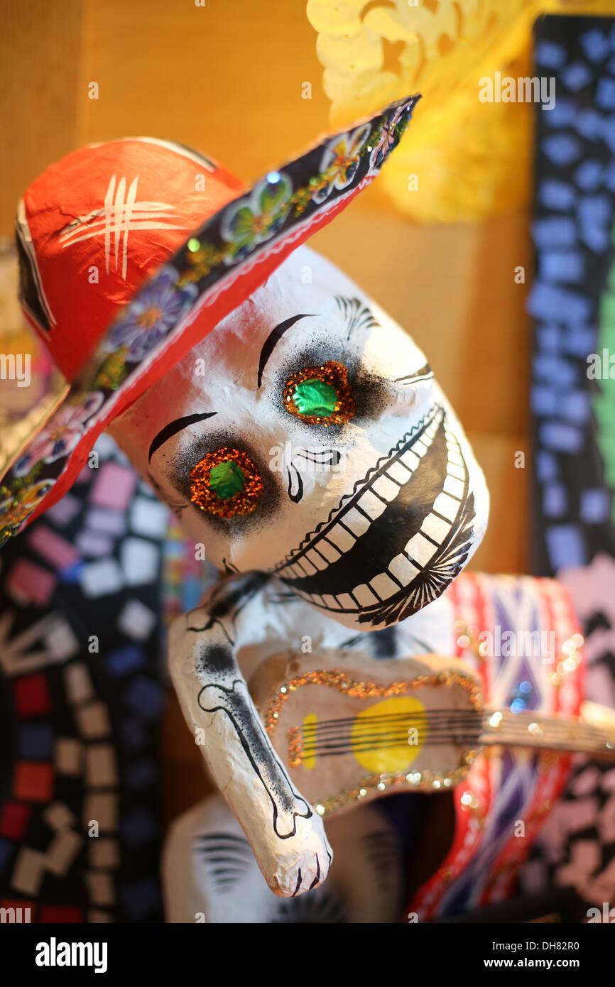 Ein papier Papiermache Skelett Dekoration für Tag der Toten. Stockbild