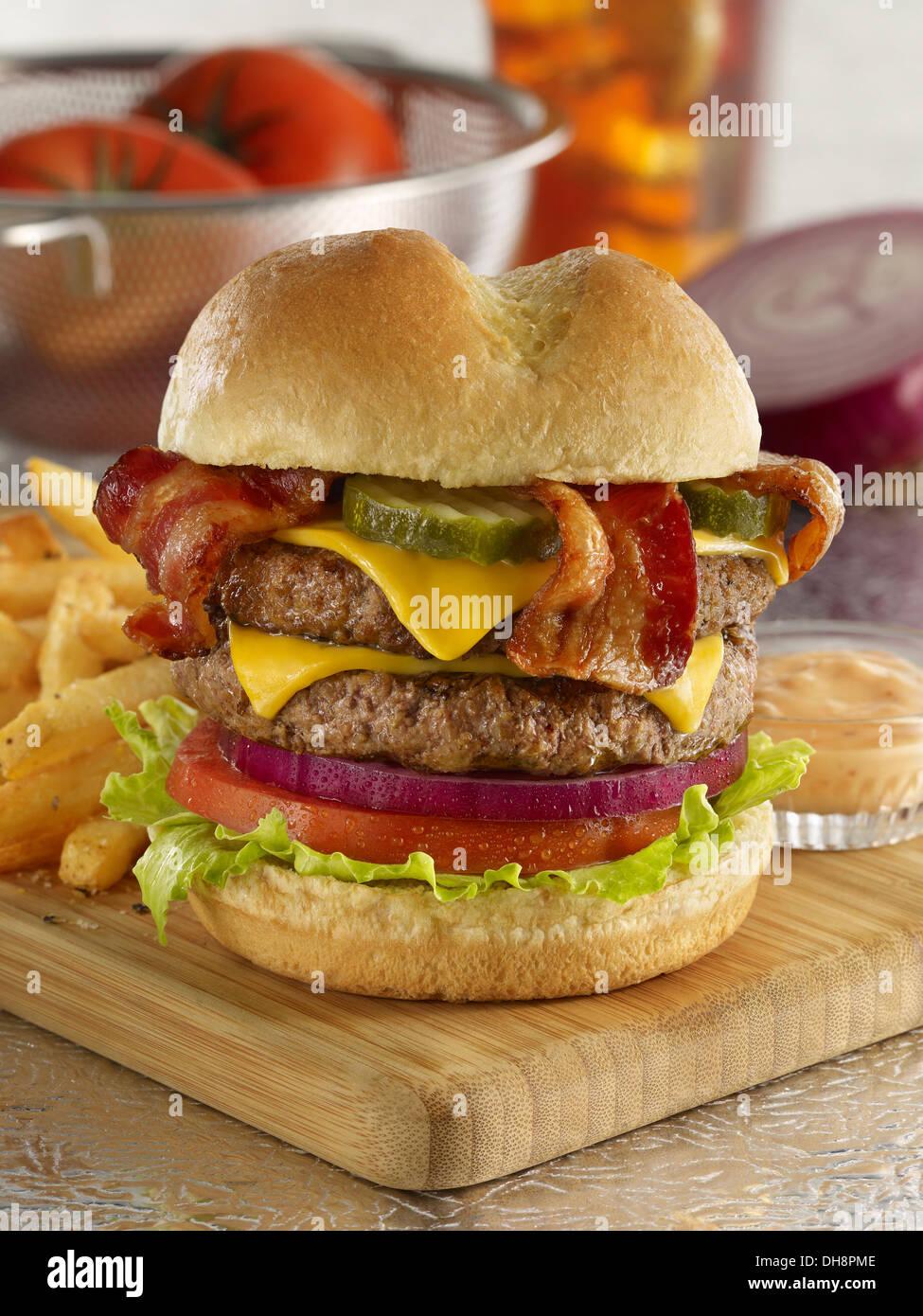 Double Bacon Cheeseburger Stockbild